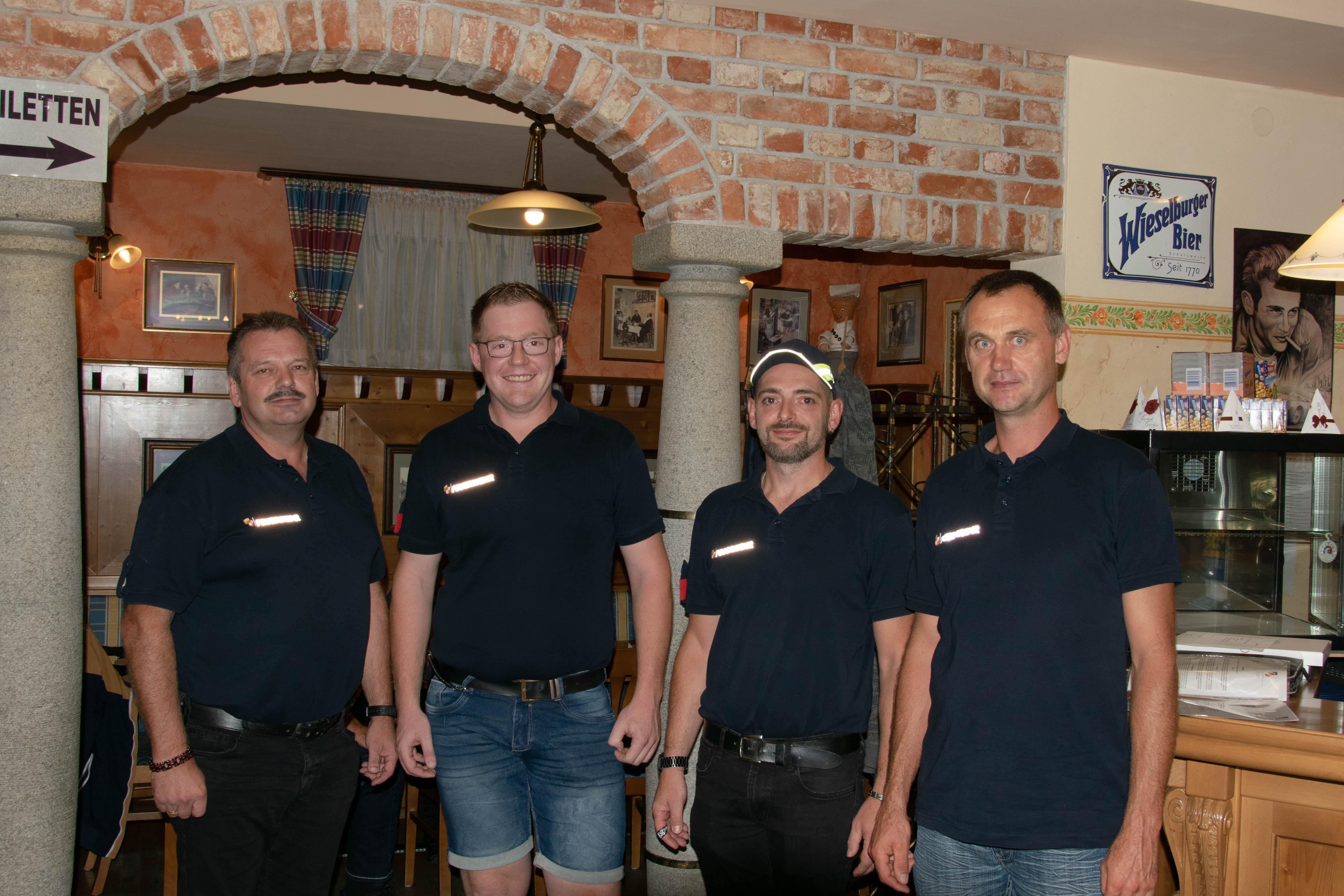 Das ehemalige und neue Team an der Spitze der FF Hofkirchen